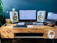 stylish-wooden-desk